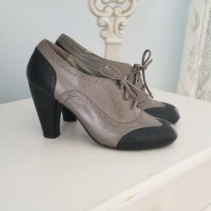 Jeffery Campbell Oxford Heels Gray & Black SZ 8.5